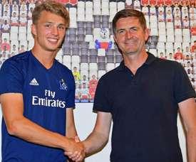 Jann-Fiete Arp renovó su contrato. Twitter/HSV
