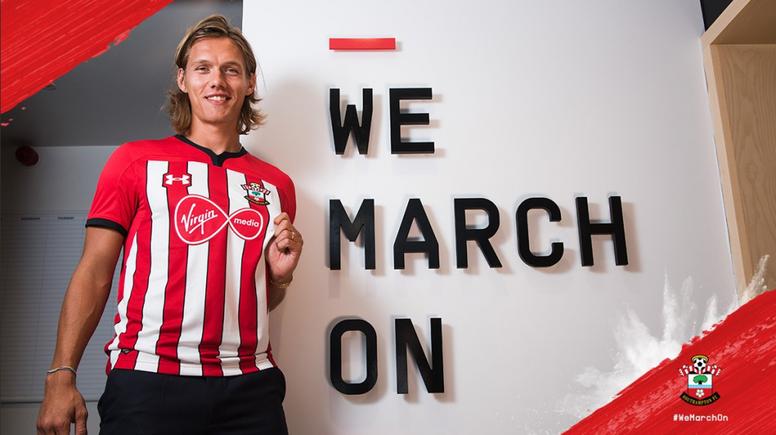 El Southampton le enseña la salida a Vestergaard. Twitter/SouthamptonFC