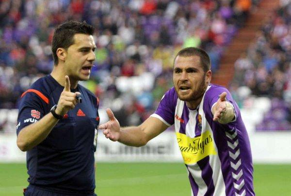 Javi Chica cree que el árbitro no debería haberle sacado ninguna amarilla a su compañero Mojica.