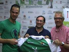 Javi Navarro ya es nuevo jugador del Cacereño. CPCacereñoSAD