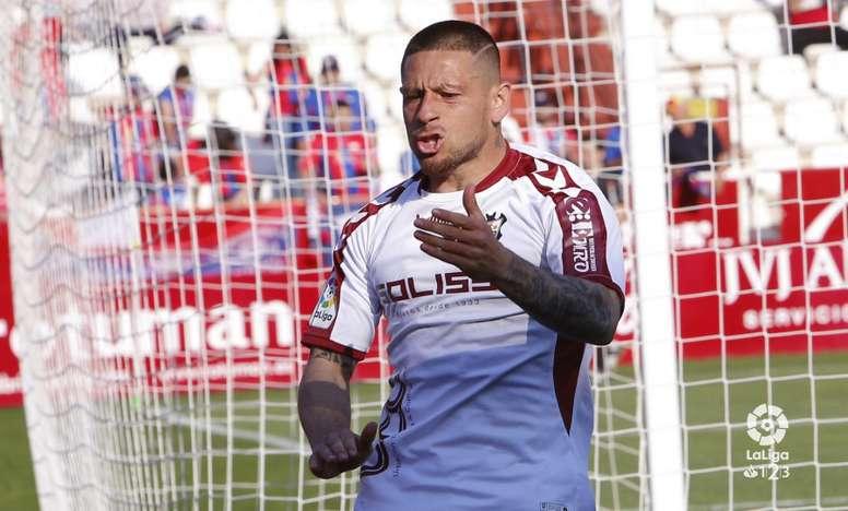 Javier Acuña metió un golazo que levantó al público rival de sus asientos. LaLiga