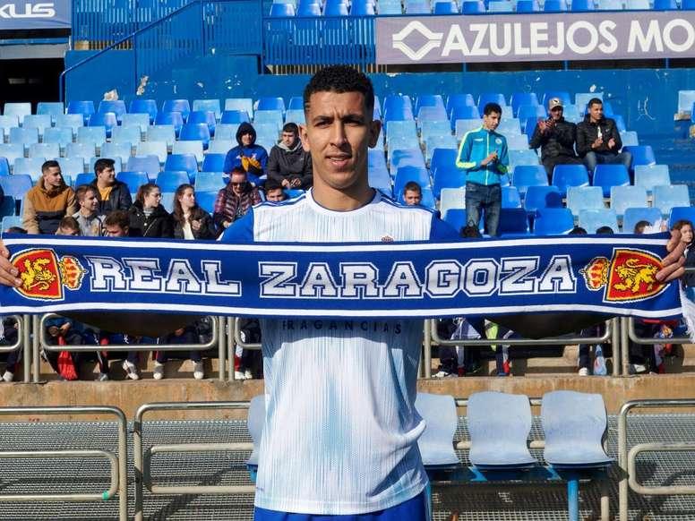 El central jugó media temporada cedido en el Real Zaragoza. Twitter/RealZaragoza