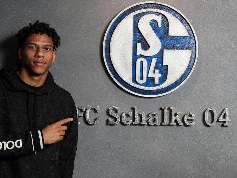 OFICIAL: Todibo, cedido al Schalke 04. Twitter/S04_es