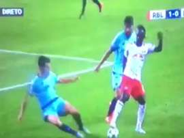 Augustin embarrassed two Porto defenders in one fell swoop. Captura