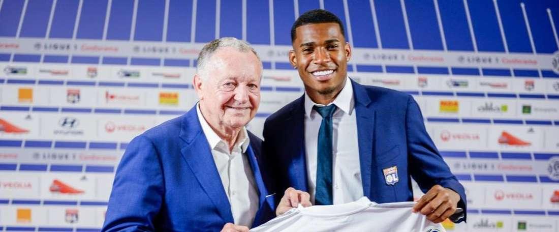 Promessa vinda do Flamengo jogava no Santos por empréstimo. OL