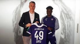 Rennes poursuit son mercato et souhaite recruter Doku. Twitter/rscanderlecht