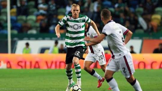 El ex barcelonista sufrió una lesión muscular. SportingCP