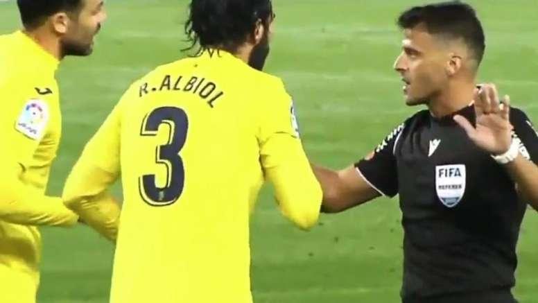 Gil Manzano se equivocó en contra del Villarreal. Captura/Gol
