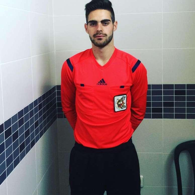 Jesús Tomillero Benavente, árbitro gaditano de fútbol. Loottis