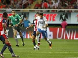 Joao, en un lance del juego contra Chivas. Cruz_Azul