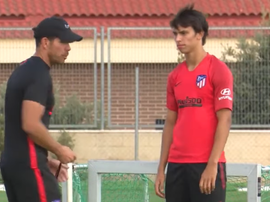 Felix et Simeone en grande discussion. Captura/ASTV