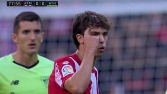 Joao Félix le dijo al árbitro que estaba loco. Captura/MovistarLaLiga
