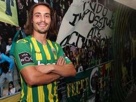 Aos 22 anos, o antigo jogador do Mortágua chega à primeira liga. Twitter