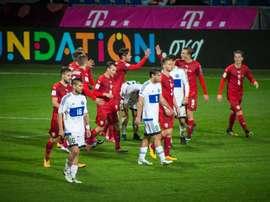 Os jogadores da Rep. Checa celebram um dos gols apontados. Twitter/ceskarepre_cz