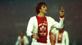 Ajax de Johan Cruyff é considerado um dos maiores times da história do futebol. Twitter