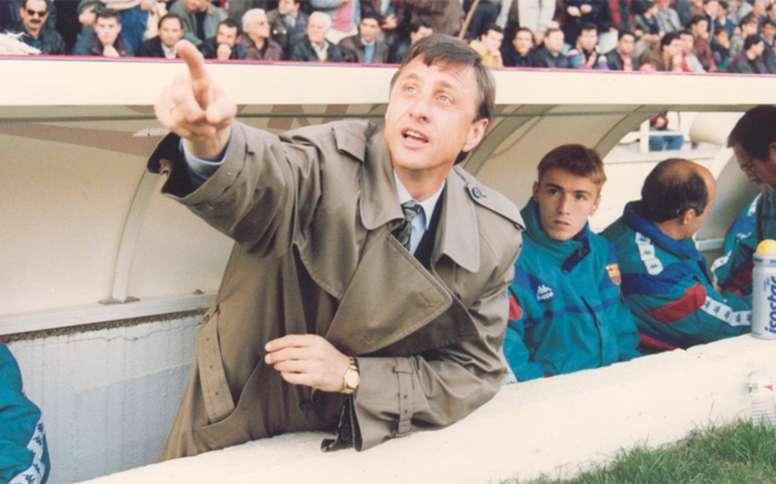 Johan Cruyff gesticula antes de un partido del Barcelona en los años 90. EFE