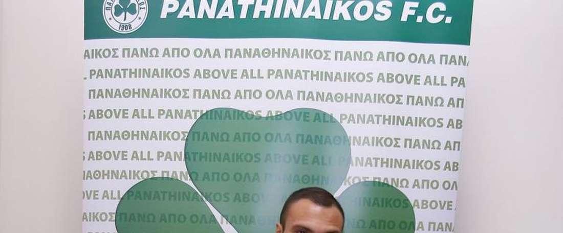 Mollo rejoint la Grèce. Twitter/PAOFC