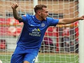 Jon Peter Taylor, celebrando un gol con el Peterborough United. ThePosh