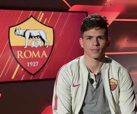 O lateral esquerdo já foi apresentado pelos 'giallorossi'. Twitter/OfficialASRoma
