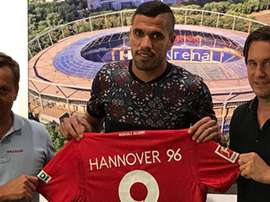 O brasileiro vai vestir a quarta camisa nas últimas quatro épocas. Hannover96