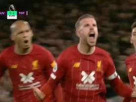 Henderson supera a muralha spur e empata o jogo.Captura/DAZN