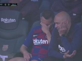 Jordi Alba, defeated on the bench after possible injury. Screnshot/MovistarLaLiga