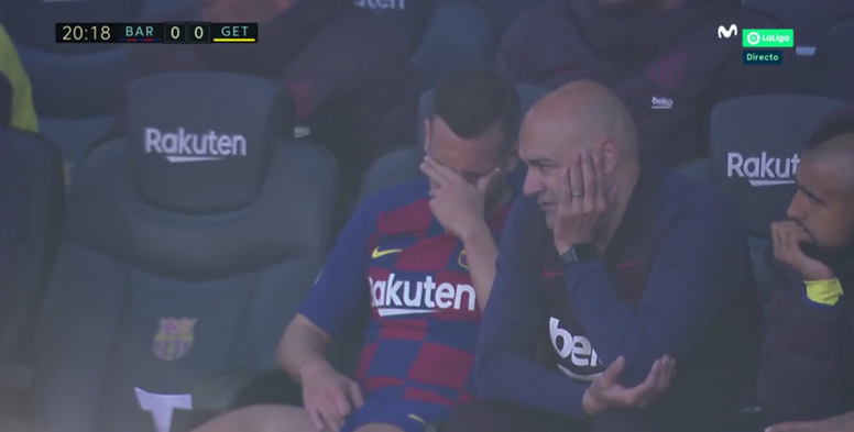 Jordi Alba, defeated on the bench after possible injury. Screnshot/MovistarLaLiga