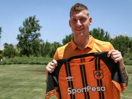 Netherlands defender Jordy de Wijs has signed for Hull City. Hull City