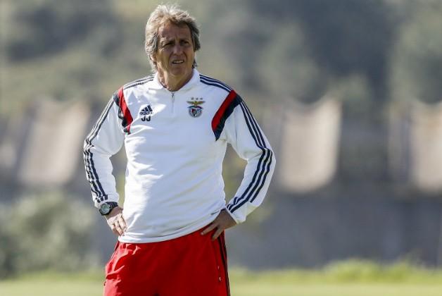Jorge Jesús, actual entrenador del Sporting de Lisboa, dirigiendo un entrenamiento cuando ocupaba el banquillo del Benfica. SLBenfica