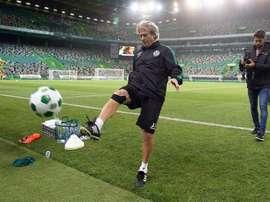 O treinador 'verde e branco' pareceu satisfeito com o reforço do plantel. Facebook/SCP