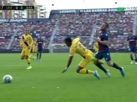 Miramon fouled Semedo inside the box and Messi scored from the spot. Captura/DIRECTVSPORTS