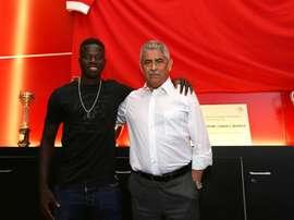 O avançado de 18 anos já se estreou pela equipa principal dos 'encarnados'. Twitter/Benfica