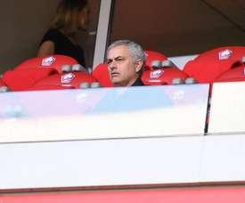 Mourinho llamó la atención en el palco. Twitter/losclive
