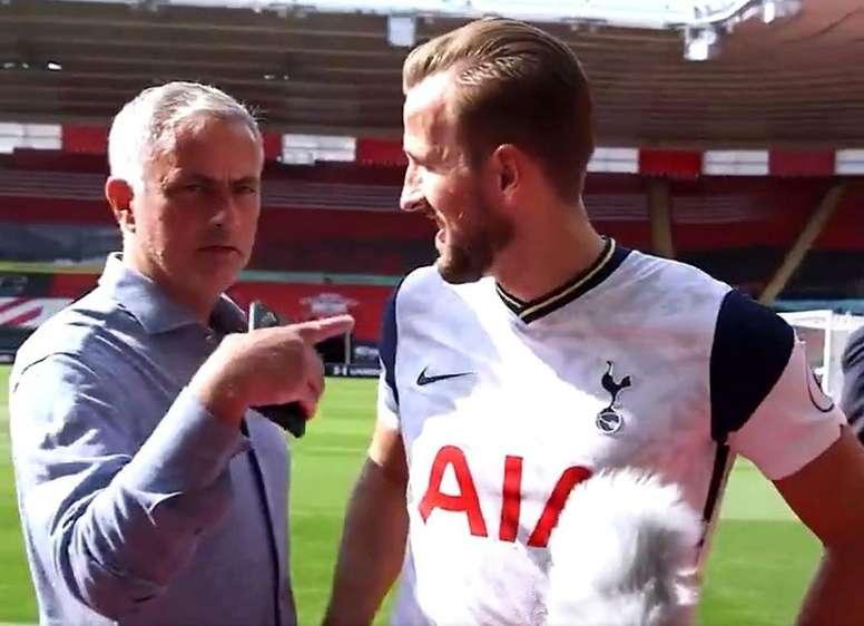 Mourinho interrupts the interview. Screenshot/SpursOfficial