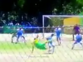 Meza anotó un golazo de chilena. Captura
