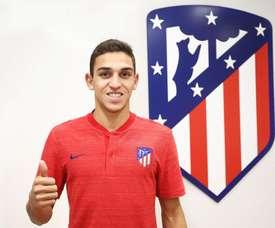 Sanabria firma con el Atklético y jugará en el juvenil. Twitter/AtletiAcademia