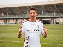 Il intègre officiellement les rangs du club espagnol. AlbaceteBalompié