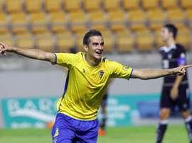 Juan Villar celebra un tanto con el Cádiz. CadizCF