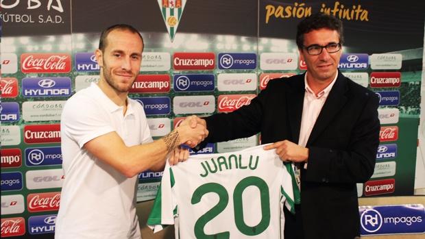 Juanlu, el día que fue presentado como nuevo jugador del Córdoba. CordobaCF