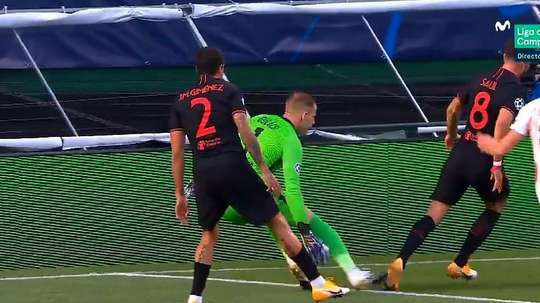 Saúl wanted a penalty. Screenshot/Movistar+