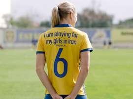 Mensajes como este portan las futbolistas de Suecia. Svenskfotboll.se
