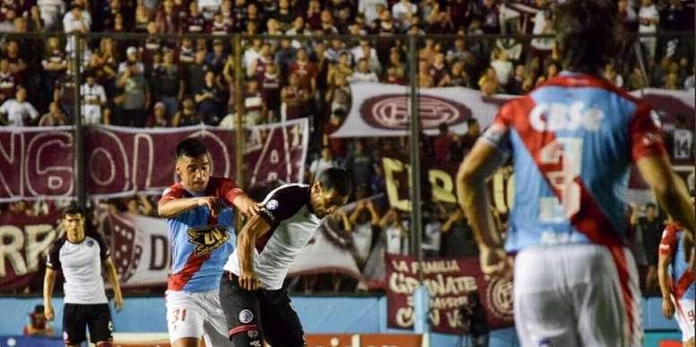 Lanús perdió la ocasión de acercarse a Boca y Argentinos. Twitter/clublanus