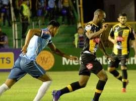 Blooming le mantiene el pulso a Nacional Potosí. Twitter/ClubStrongest