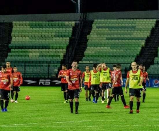 Sancionan con 100 euros a los dos equipos que se negaron a jugar tras un apagón. Twitter/CaracasFC