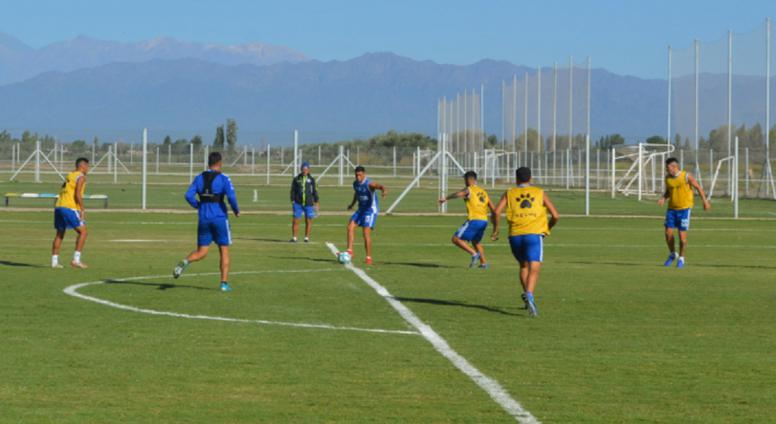 Suspenden un partido en Argentina para evitar una pelea entre hinchas. GodoyCruz