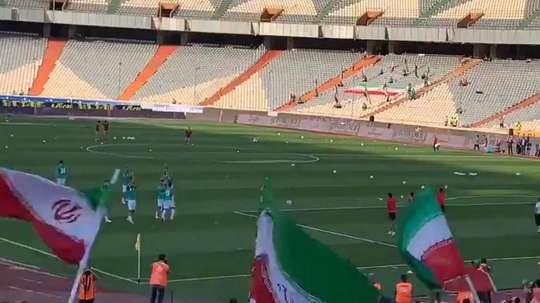 Les joueurs ont applaudi les femmes présentes dans le stade en Iran. Captura/@maryampapi1