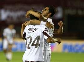 Jugadores de Lanús celebrando un gol. Twitter.