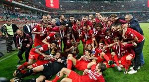 O grupo do Spartak de Moscovo celebrando nova conquista. Twitter/Spartak