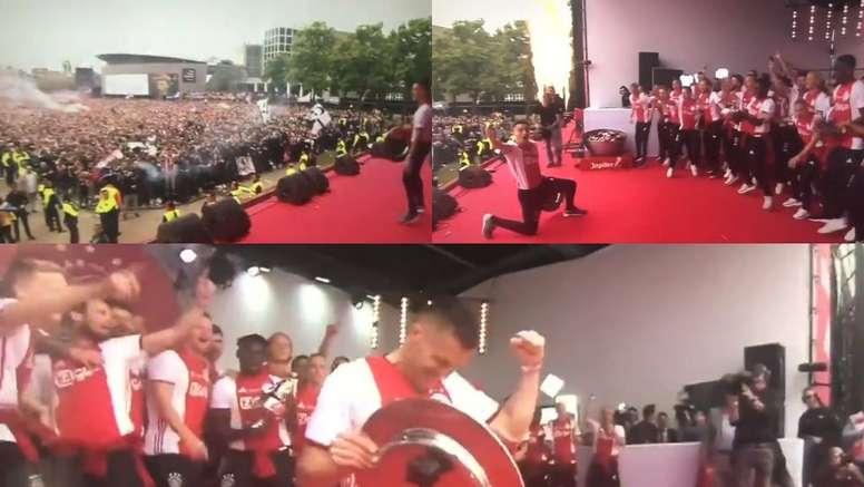 Los jugadores del Ajax celebran el título de liga. Capturas