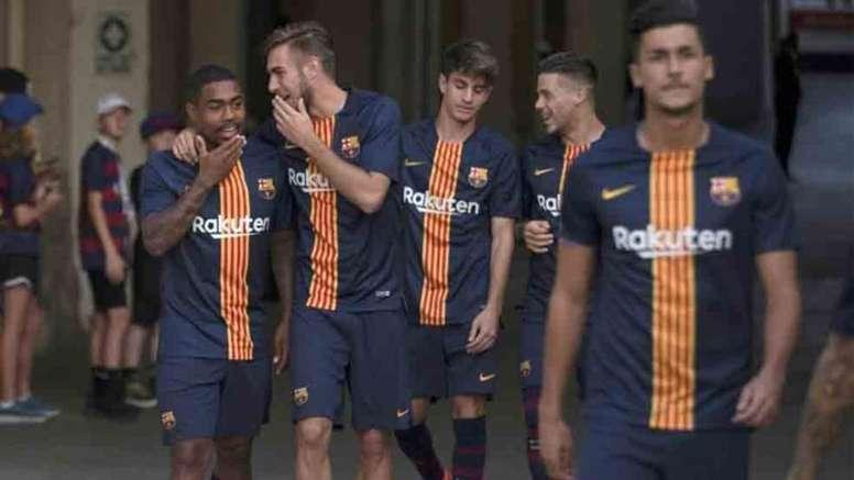 Pin La camiseta está recibiendo comentarios muy favorables de parte de la  afición azulgrana. Barcelona 7a9c3a01c2e